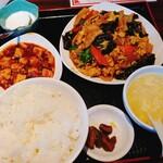 永利 - 卵と豚とキクラゲ炒め(ムーシーロー)定食→月曜日替わり定食