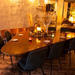 ブルーグロッソ - テーブル