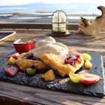 Kafeperiperi - 海とパンケーキと猫の置物