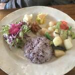 Soi - 漁港直送の魚介と島野菜のシークァーサー塩炒めプレート
