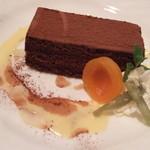白い小屋 - チョコレートケーキ