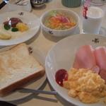 白い小屋 - 朝食
