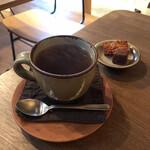 杏 - ドリンク写真:静かな午後。ジンジャーティと小さな焼き菓子♡