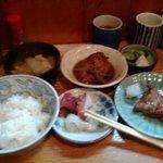 初島 - 鮭ハラス焼と銀むつ煮定食