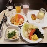 125207189 - フルーツ、野菜、豆腐、デザート