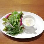ルイ・ドゥ・レトワール - 料理写真:ごぼうのスープとサラダ