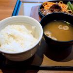 やよい軒 - ご飯と味噌汁