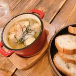 125214237 - 牡蠣とマッシュルームのアヒージョ