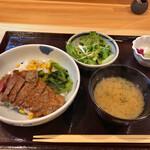 125215850 - 牛ステーキ丼 950円