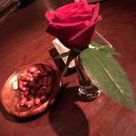バーバリーコースト - お通しと薔薇