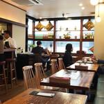 Minamiindoshokudou Beans on Beans - カフェか洋食屋のような内装