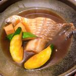 お酒と和彩 いづる - マナガツオの煮付け。身をとりにくいが身はふんわりしており絶品。煮付けの味付けも抜群
