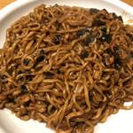 韓国広場 - 味はピリ辛