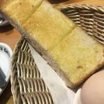 コメダ珈琲店 - モーニングのパンと茹で卵