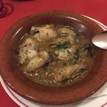 125245431 - 牡蠣のニンニク土鍋焼