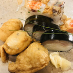 125248648 - 箱寿司、鯖寿司、おいなりさん。美味しそう♡