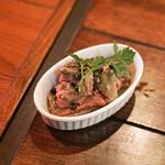 ズイジ - 羊のタンとパクチーのアヒージョ