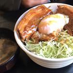 ゴッツ - 温玉豚トロ丼 ¥680
