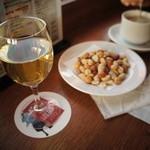 12527116 - ワインもコーヒーもどっちも500円。