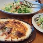 Santo Santo CAFE DINING - グラタンとミモザのお花畑サラダ