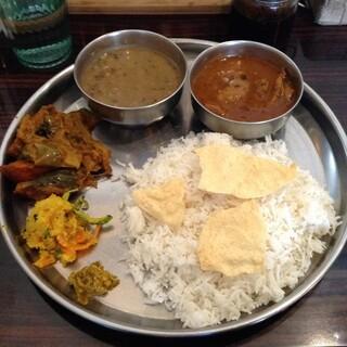 イーマサラ - 土日祝日ランチのダルバート(ネパール定食)