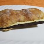 125282920 - フランス人のおやつ¥398                       これは温めないで!板チョコのパリパリ食感を楽しみました