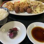 宗八 - 料理写真:中華定食 ¥1,100  部活終わりの学生のご飯!!みたいなボリューム!!から揚げの味付けが最高。濃ゆすぎないのとてもタイプ。他にも、揚肉団子、揚げ餃子、もやし炒め、スープ。