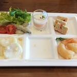 川根温泉ホテル レストラン - 料理写真:左上からわかさぎのエスカベッシュ、人参のムース、彩り野菜のチキンテリーヌ、小海老のフリット、一つ空けてポテト(と芽キャベツ)のグラタン