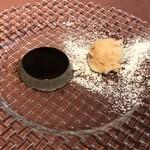 クッチーナ クラモチ - デザートは黒胡麻のムースとリンゴのシャーベット