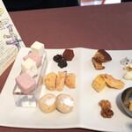 クッチーナ クラモチ - コーヒーと共に出されたお菓子