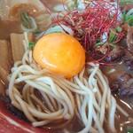 徳島ラーメン 麺王 - 生卵(黄身のみ)投入