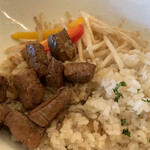 ランチ&バー 花菜 - 牛リブサイコロステーキ丼