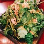 肉汁餃子のダンダダン - 香菜サラダ ¥490
