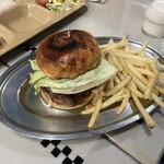 どぶ板食堂 Perry - レギュラーバーガー ポテトセット