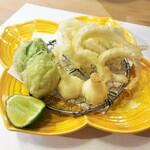 125301607 - 白魚、ふきのとう、ノビルの天ぷら