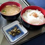 屋島カントリークラブ - ご飯と味噌汁と漬物