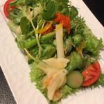 焼肉や 大善 - 季節の香りサラダ