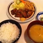 キッチンすもり - レバーの生姜焼き定食(味噌汁は食べかけ)