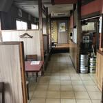 韓国料理 ジンジュ - 店内入るとこんな感じ テーブル8席 小上がり38席