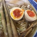 125320581 - トッピングの味付玉子と姫竹メンマ