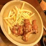 博多串焼と刺身 ココロザシ - 手羽元とポテト