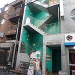 グリル ド ビエント - 2階お店への階段