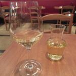 Burassurirurion - 白ワインをデキャンタで