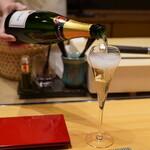 照寿司 - まずは、大将オススメのシャンパンで