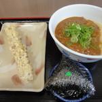 横川屋 玉三郎 - カレーうどん・むすび(おかか)・ちくわ天