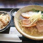みよ家 - 沖縄そば(中)&じゅーしーセット 700円