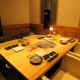 【福島駅3分】落ち着いたモダンな雰囲気の焼肉屋。貸切OK