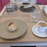Girouette Cafe - 手前;クランベリーあんパン・エスプレッソ