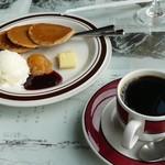 釈迦堂遺跡博物館 喫茶コーナー - 料理写真:ミニパンケーキとコーヒー