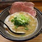極麺 青二犀 - 鶏しょうゆらーめん(850円、斜め上から)